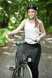 Muchacha durante viaje de la bicicleta Imagen de archivo libre de regalías