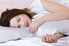 Muchacha durmiente hermosa Fotos de archivo libres de regalías