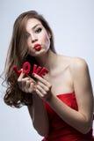 Muchacha el día de tarjeta del día de San Valentín Foto de archivo libre de regalías