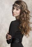 Muchacha elegante con el vestido oscuro Imágenes de archivo libres de regalías