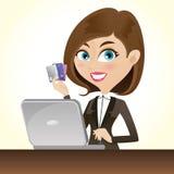 Muchacha elegante de la historieta con las tarjetas de crédito y el ordenador portátil Fotografía de archivo