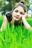 Muchacha elegante en el prado Fotos de archivo