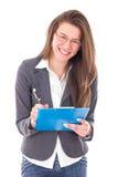 Muchacha elegante feliz del estudiante que celebra el cuaderno y la sonrisa Imagen de archivo libre de regalías