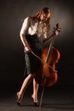 Muchacha elegante que juega en el violoncello Imagenes de archivo