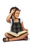 Muchacha elegante que lee un Libro verde grande Imagen de archivo