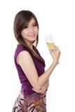 Muchacha elegante que sostiene el vidrio del champán, en blanco Imagen de archivo libre de regalías