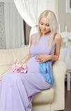 Muchacha embarazada Imagenes de archivo