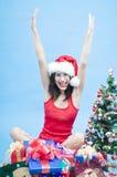 Muchacha emocionada en la Navidad Fotos de archivo libres de regalías