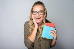 Muchacha emocionada feliz del estudiante Foto de archivo libre de regalías