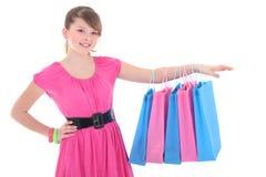 Muchacha en alineada rosada después de hacer compras sobre blanco Fotos de archivo libres de regalías