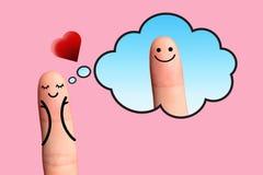 Muchacha en amor que piensa al muchacho en fondo rosado. Imagenes de archivo