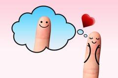 Muchacha en amor que piensa al muchacho en fondo rosado. Fotografía de archivo libre de regalías