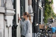 Muchacha en Amsterdam fotos de archivo