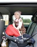Muchacha en asiento de coche fotografía de archivo libre de regalías