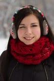Muchacha en auriculares al aire libre en invierno Fotografía de archivo libre de regalías