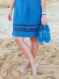 Muchacha en azul en la playa de Portugal Imagen de archivo