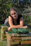 Muchacha en banco foto de archivo