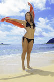 Muchacha en bikini en la playa Imagenes de archivo