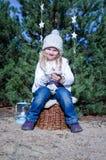 Muchacha en bosque Fotografía de archivo