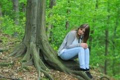 Muchacha en bosque Foto de archivo libre de regalías