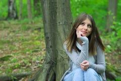 Muchacha en bosque Foto de archivo