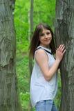 Muchacha en bosque Imagenes de archivo