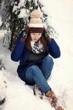 Muchacha en bosque del invierno Imagen de archivo libre de regalías