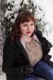 Muchacha en bosque del invierno Imágenes de archivo libres de regalías