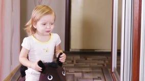 Muchacha en caballo metrajes