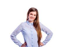 Muchacha en camisa azul, mujer hermosa joven, tiro del estudio Fotos de archivo