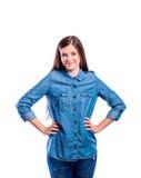 Muchacha en camisa del dril de algodón, mujer hermosa joven, tiro del estudio Fotografía de archivo