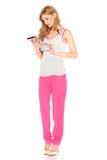 Muchacha en camisa y pantalones con la tableta Foto de archivo libre de regalías