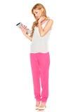 Muchacha en camisa y pantalones con la tableta Fotos de archivo libres de regalías