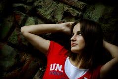Muchacha en camiseta roja fotografía de archivo libre de regalías