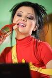 Muchacha en camiseta roja con los vidrios Imágenes de archivo libres de regalías
