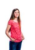 Muchacha en camiseta roja, mujer hermosa joven, tiro del estudio Foto de archivo