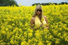 Muchacha en campo amarillo Imagen de archivo libre de regalías