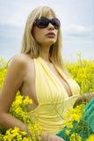 Muchacha en campo amarillo Imagen de archivo