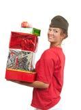 Muchacha en casquillo de guarnición con los regalos de la Navidad Imagen de archivo