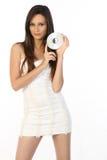 Muchacha en CD del holdin del miniskirt Foto de archivo