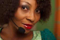 Muchacha en centro de atención telefónica Imagen de archivo