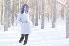 Muchacha en chaqueta encapuchada Imagen de archivo libre de regalías