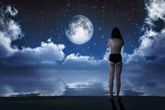Muchacha en claro de luna Fotografía de archivo