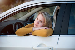 Muchacha en coche Fotografía de archivo