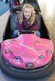 Muchacha en coche de parachoques Fotografía de archivo