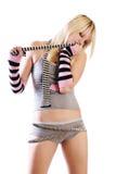 Muchacha en cortocircuitos atractivos y tanque-tapa escotada Fotografía de archivo libre de regalías
