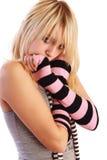 Muchacha en cortocircuitos atractivos y tanque-tapa escotada Foto de archivo