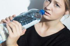 Muchacha en dieta del agua Foto de archivo