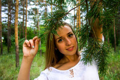 Muchacha en el bosque Fotos de archivo