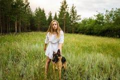 Muchacha en el bosque Fotografía de archivo libre de regalías